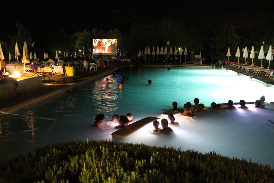 Relax in vasca festa di gusto per i vent anni di ovosodo - Del taglia piscine chiude ...