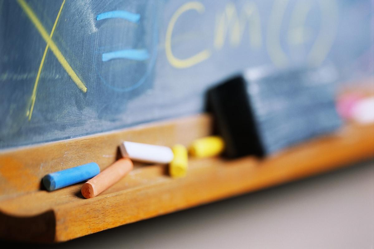 Istruzione, per gli insegnanti nuovo contratto nazionale: via la chiamata diretta.