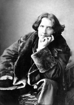 """San Giovanni d'Asso, stagione teatrale al via con """"Chi ha ucciso Oscar Wilde?"""""""