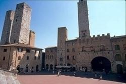 San Gimignano, un pesciolino insegna a grandi e bambini ad affrontare il mondo