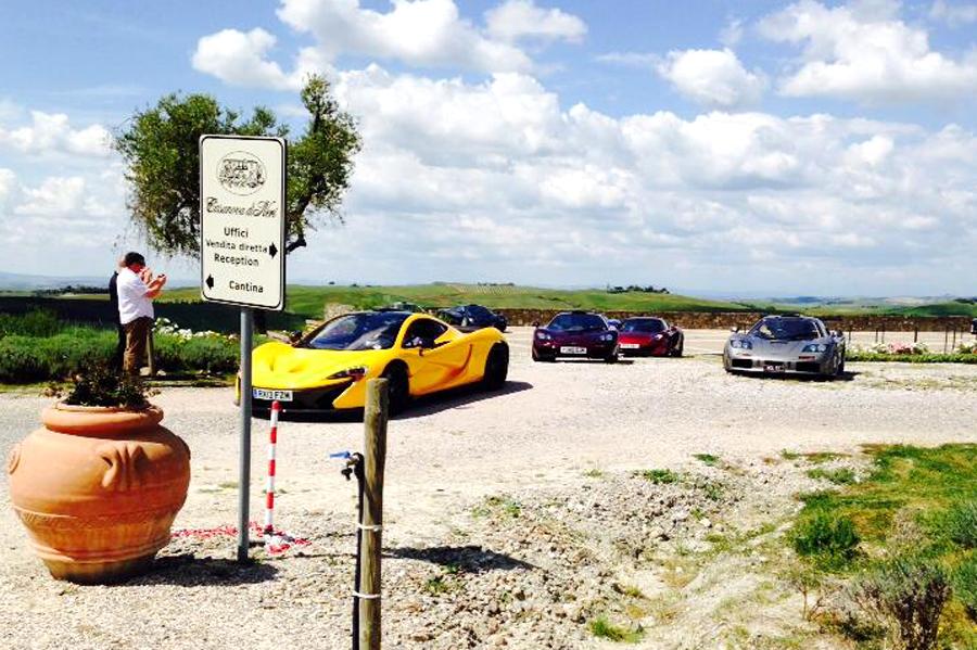 McLaren in Val d'Orcia, tappa a Montalcino  e Pienza per Nick Mason e Mr Bean