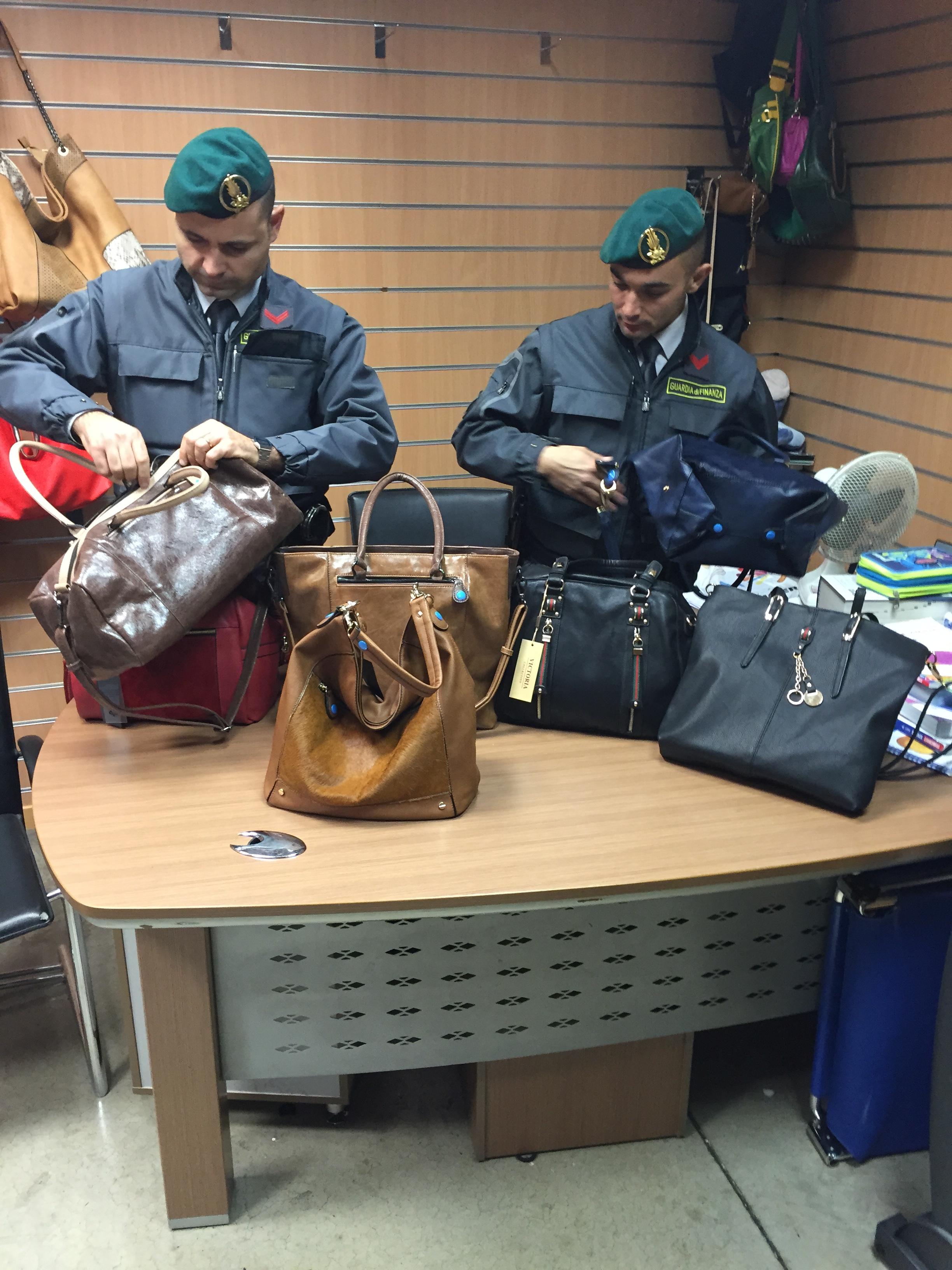 Ingrosso Borse Firenze.Falsi Gucci E Gabs Gdf Sequestra 5mila Borse Contraffatte