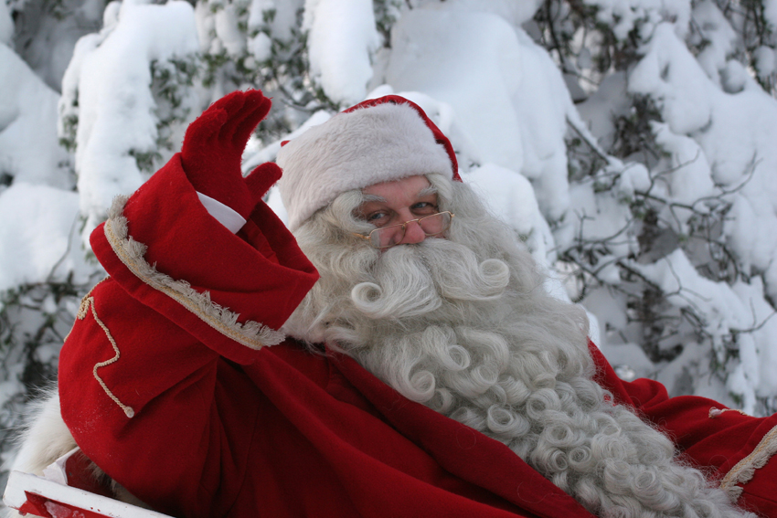 Babbo Natale A Casa Dei Bambini.Babbo Natale Alla Porta Di Casa Consegna Dei Regali Ai