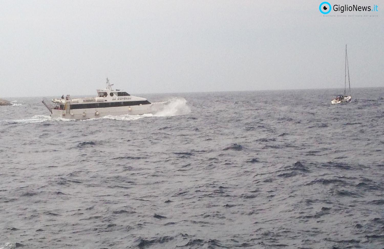 Il cuore del Giglio. Mareggiata improvvisa, affonda Yacht e 400 persone bloccate. I gigliesi aprono ancora le case
