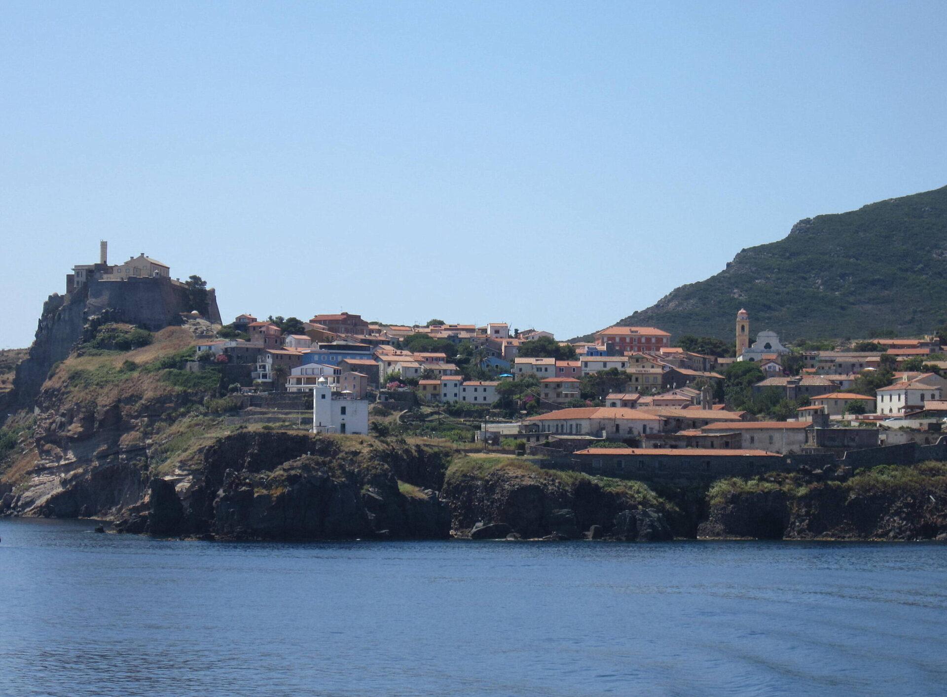 Isole Covid free, da domani vaccini a tutti gli abitanti di Capraia. Poi toccherà a Giglio e Giannutri