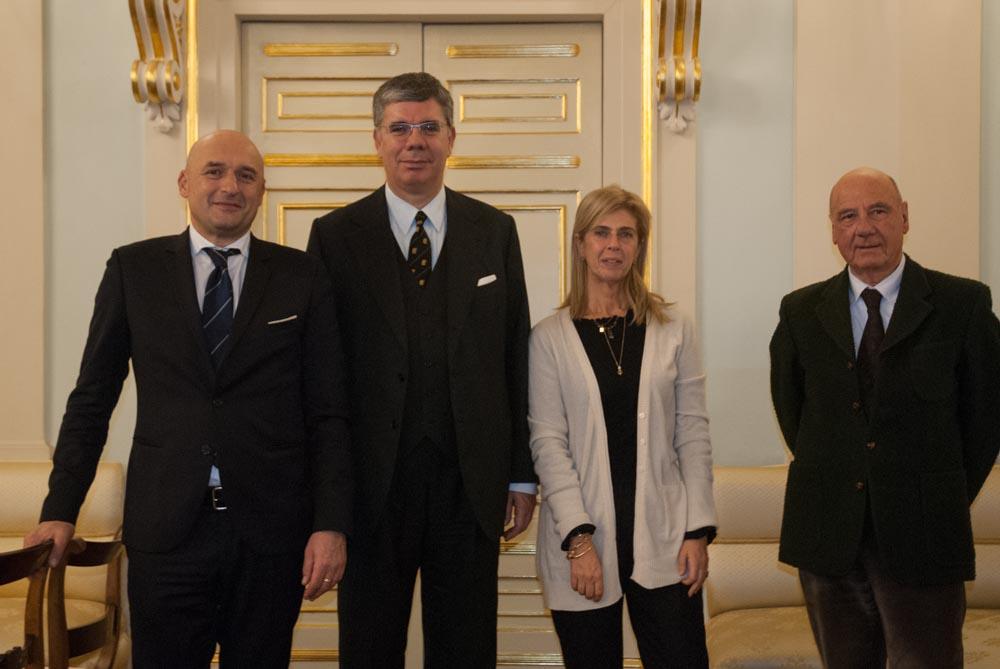 """Rapporti Panama-Italia. Ambasciatore Ambrosetti: """"Siena scrigno di bellezza"""". Accordo per scambi tra studenti"""