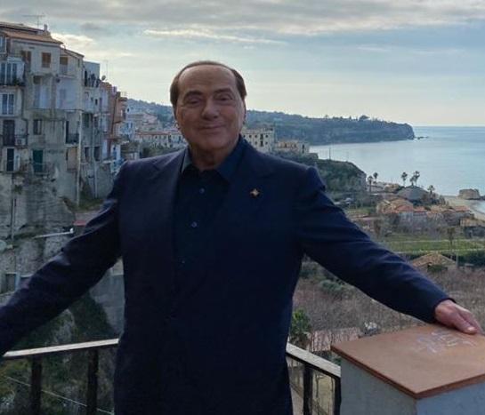 Processo Ruby Ter a Siena, domani Berlusconi non ci sarà. Il legale: «Parola ai medici»