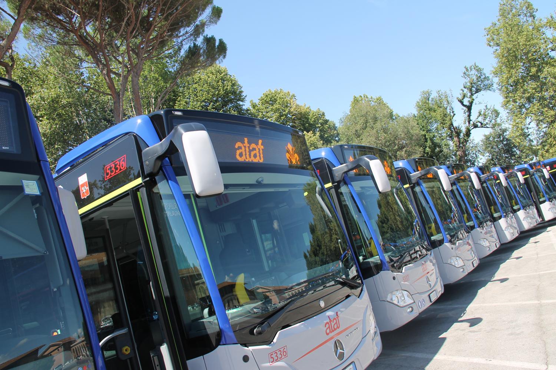 Studenti tutor alle fermate dei bus per sensibilizzare i compagni al rispetto delle regole anti Covid