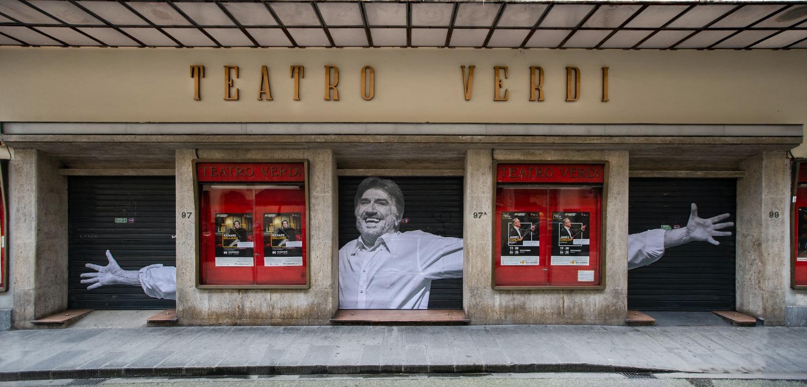 Omaggio a Gigi. Foto larga 7 metri al Teatro Verdi per il saluto a Proietti