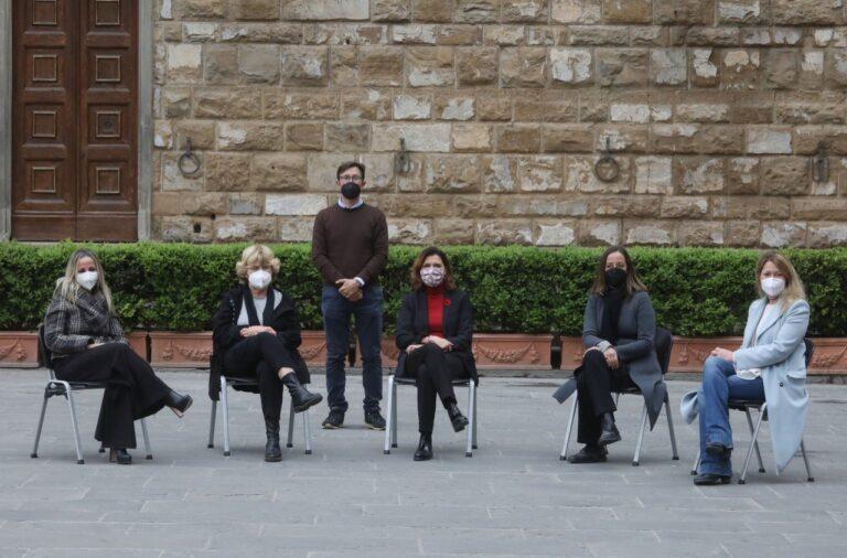 #iomisiedo, la protesta delle assessore di Palazzo Vecchio solidali con la presidente Von der Leyen