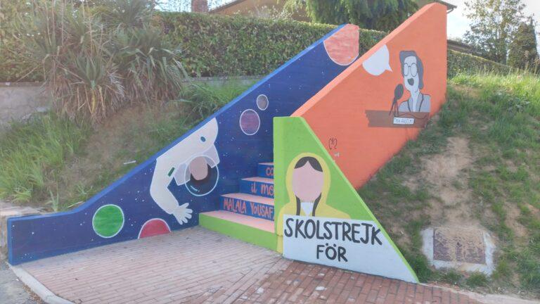 Omaggio a donne e diritti, a Castelnuovo Berardenga gli studenti riqualificano gli spazi urbani con i murales
