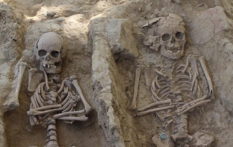 Gli scavi di Santa Mustiola rivelano la tomba di tre fratellini morti per un'epidemia