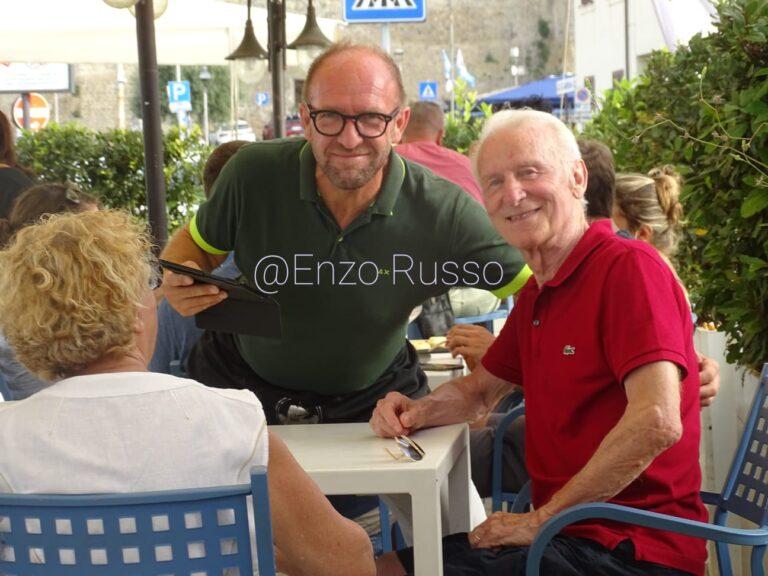 Il Trap in vacanza a Talamone tra calcio e nipotini