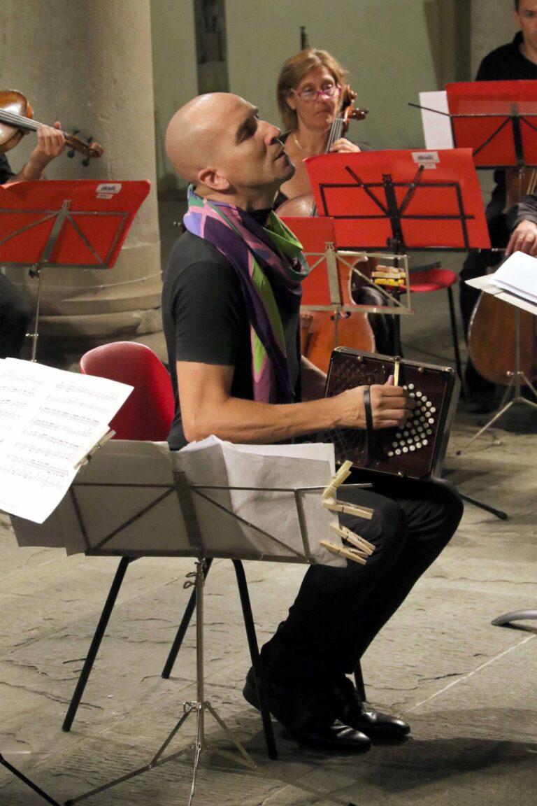 Omaggio ad Astor Piazzolla nel centenario della nascita con l'Orchestra da Camera Fiorentina e Mario Stefano Pietrodarchi