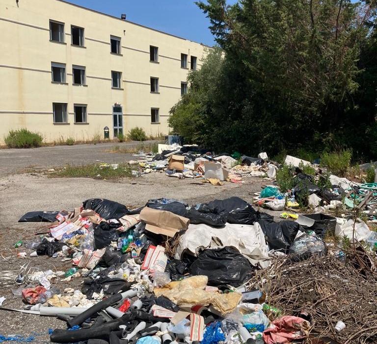 Ex Hotel Granduca trasformato in discarica abusiva, denunciato un imprenditore edile